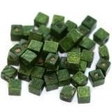 koraliki drewniane kostki ciemno-zielone 6 mm