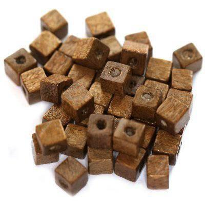 koraliki drewniane kostki jasno-brązowe 6 mm