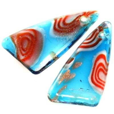 zawieszki koraliki lampwork trójkąty niebieskie w czerwone oczka 17 x 28 mm