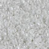 koraliki Toho round opaque-lustered white 1.6 mm TR-15-121